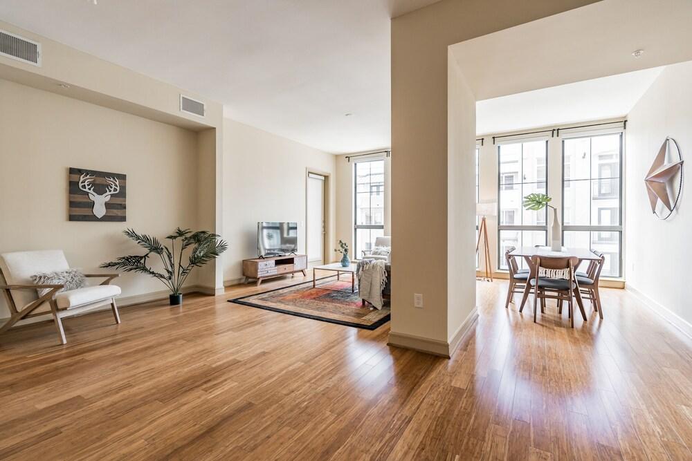 The Luxury Suites of Houston
