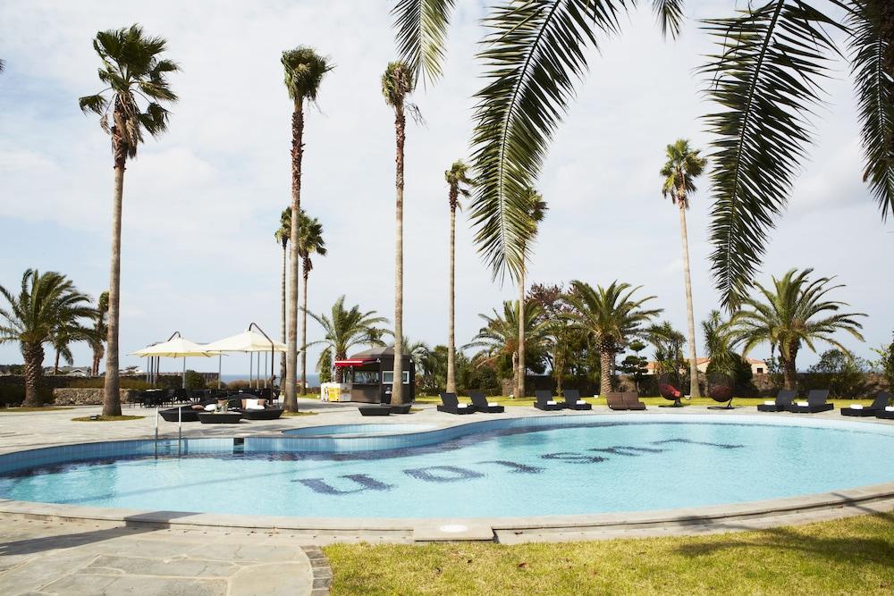 Luston Villa & Hotel