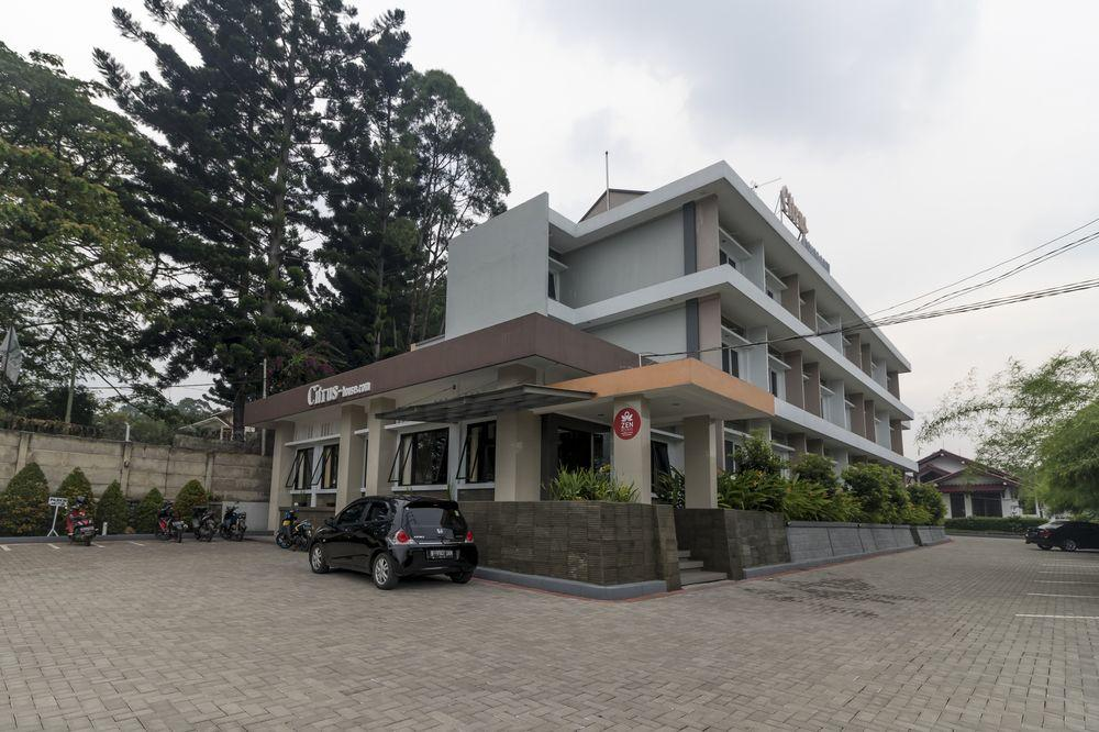 Book Hotel Fafa Hills Gunung Geulis with tajawal, Book Now
