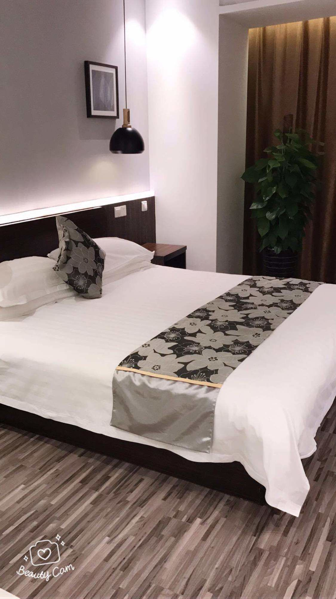Yue Rong Ting Jingan Service Hotel