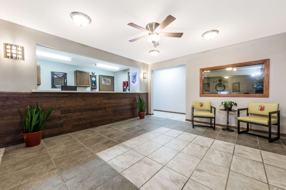 Gallery image of Super 8 by Wyndham Smithville Lake