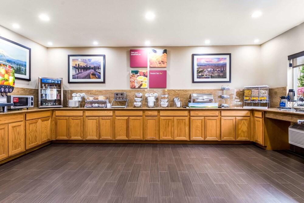 Gallery image of Comfort Suites Portland Airport