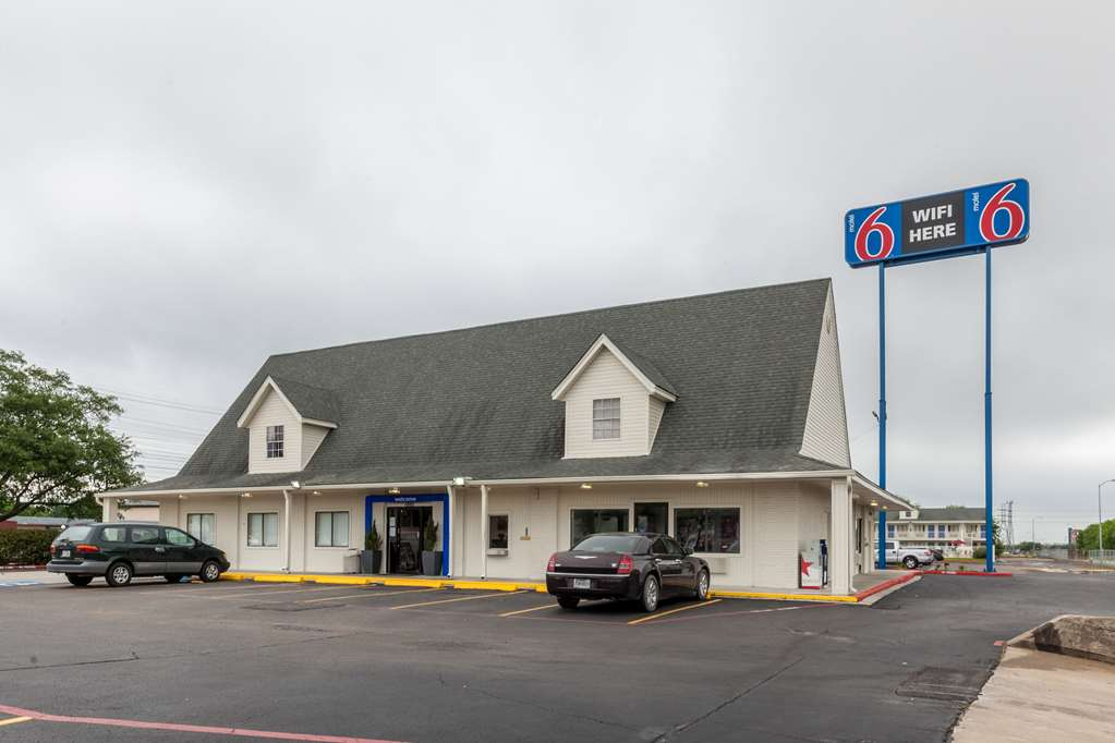 Motel 6 Houston Nasa