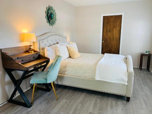 Serene Colorful & Fluffy Cozy Stay in Nob Hill