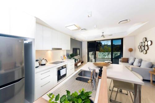 Modern 1 Bedroom Apartment Close To CBD