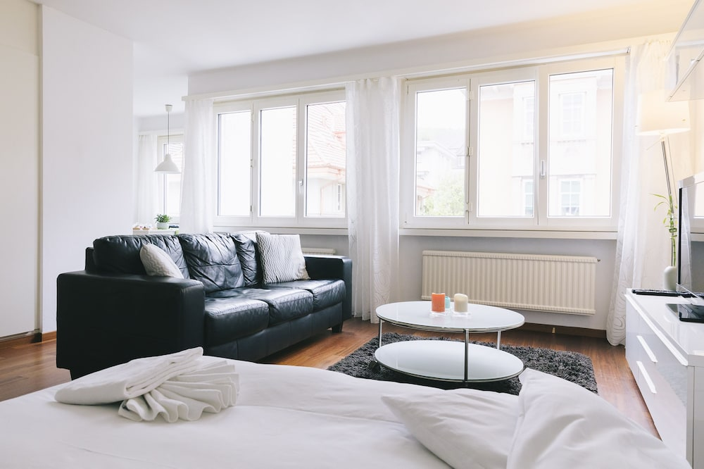 Bright furnished apartment with POCKET WIFI