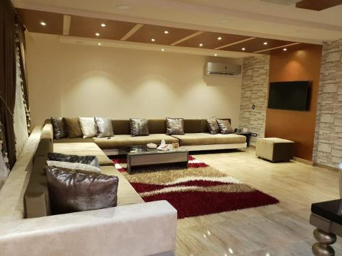 Apartment for rent in Mohandeseen for families only