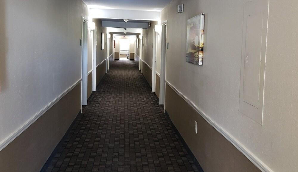 Gallery image of Red Roof Inn Port Allen