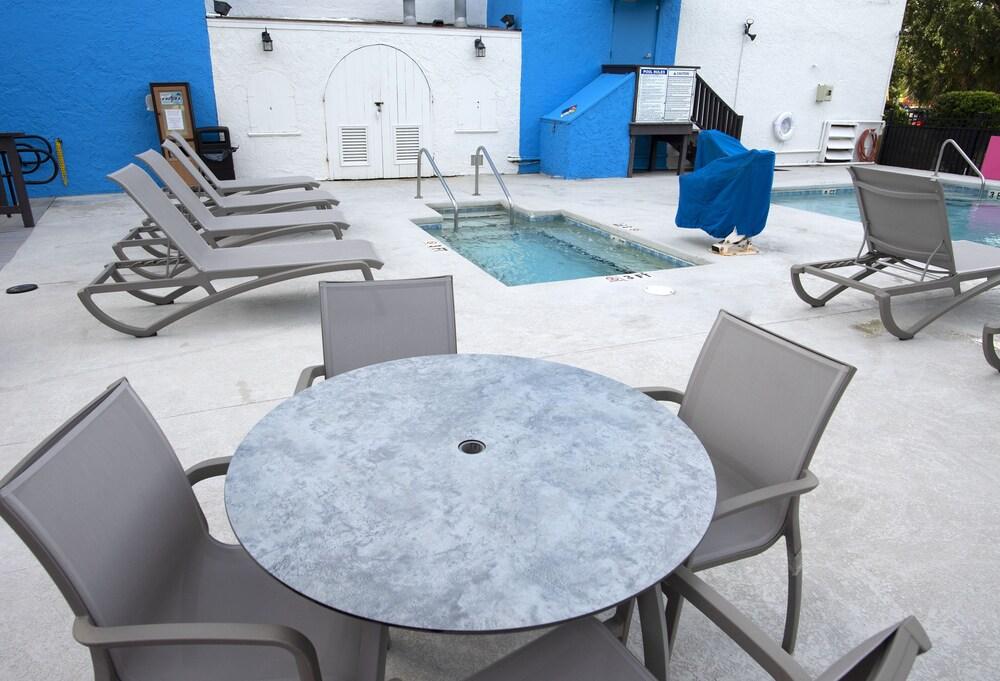 Gallery image of Aqua Beach Inn