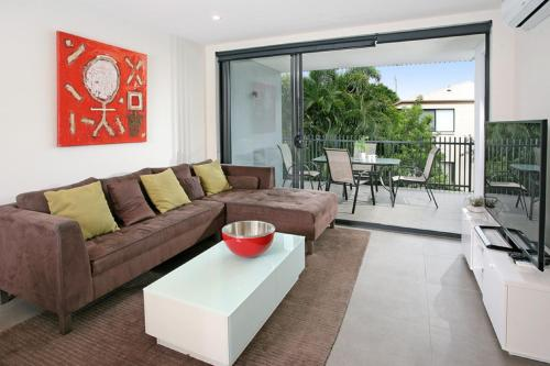 Back of the Block Bulimba Executive 3BR Bulimba apartment with leafy outlook