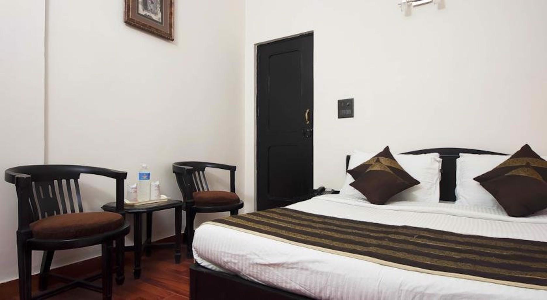 Hotel Pitrashish Grand New Delhi