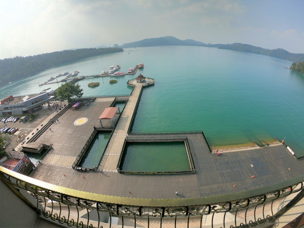 Ming Yue Lakeview Hotel