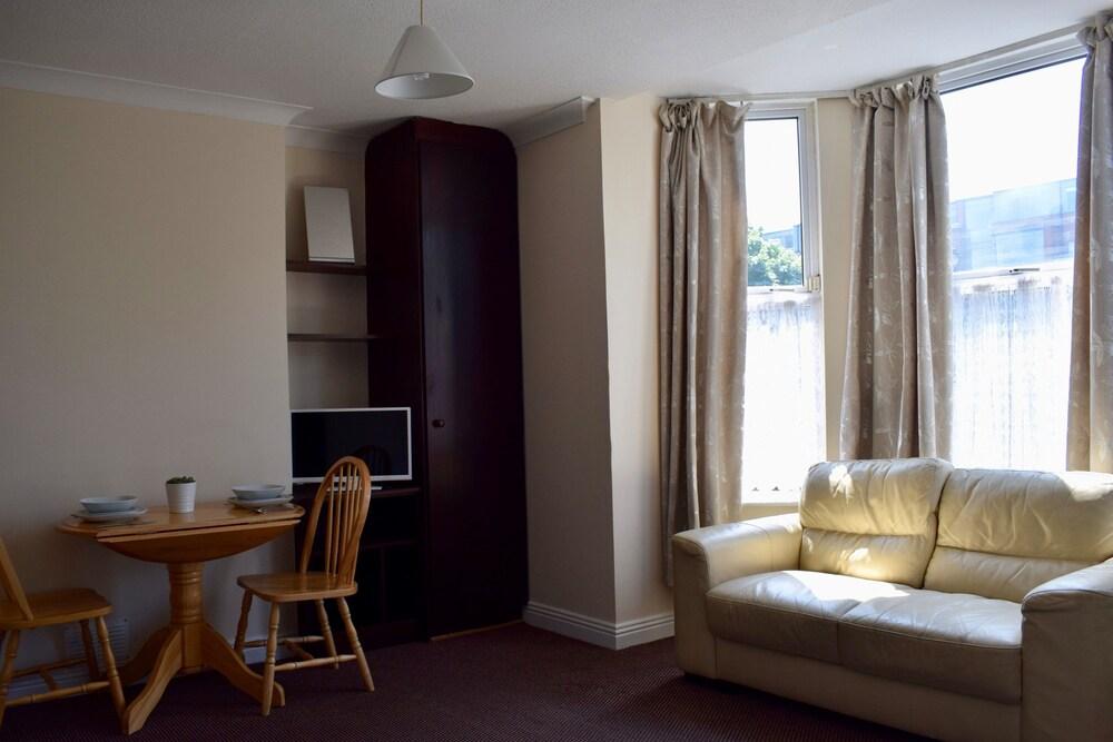 Bright Studio Apartment In Drumcondra