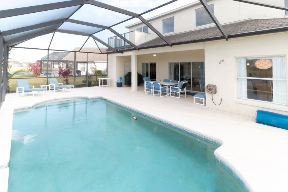 Cumbrian Lakes 1204 Four Bedroom Villa with Private Pool