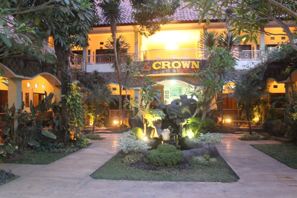 Gallery image of Crown Hotel