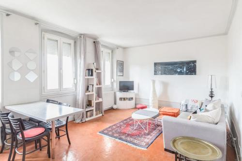 Available And Secure New T3 Spacious Welcoming Cours Julien