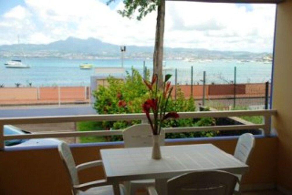 Apartment With one Bedroom in Les Trois îlets With Wonderful sea View Enclosed Garden and Wifi 20 m From the Beach