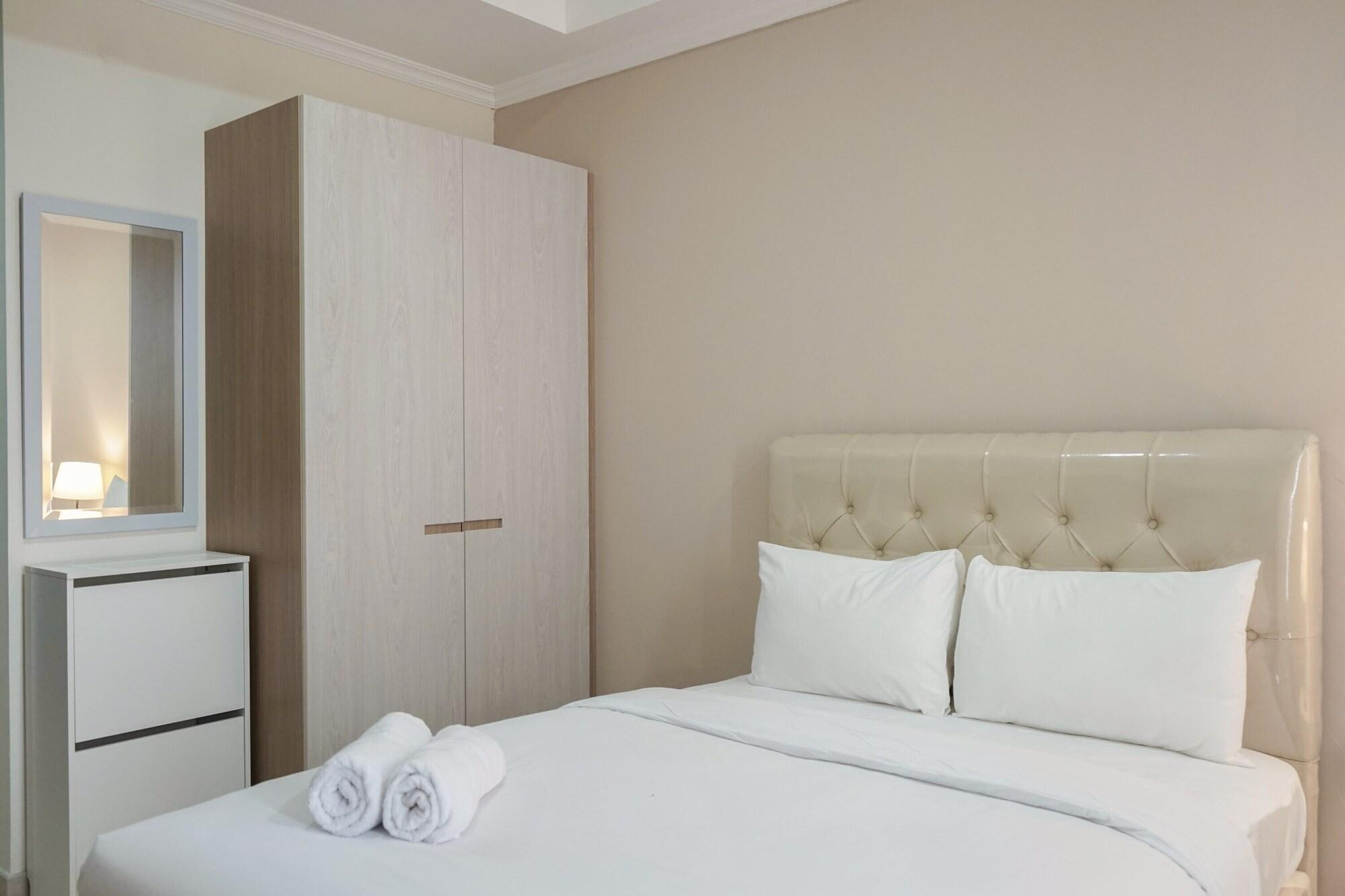 Stunning Studio Room at Menteng Park Apartment By Travelio