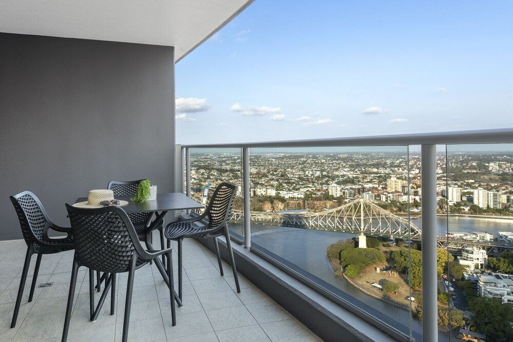Oaks Brisbane Aurora Suites