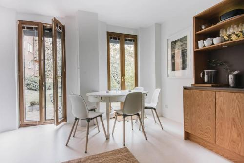Bright two floor apartment with private terrace