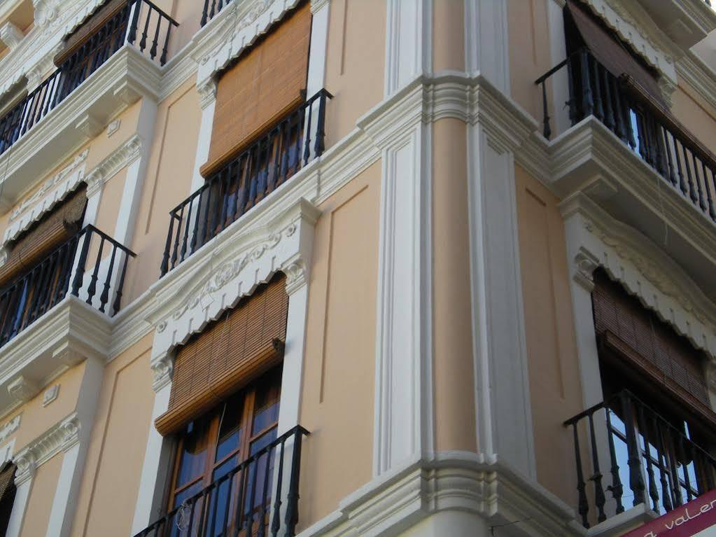 Living Valencia Apartments Merced