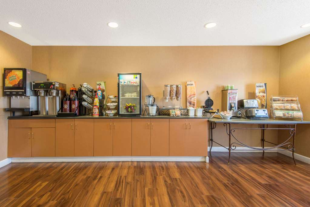 Gallery image of Microtel Inn & Suites by Wyndham Raton