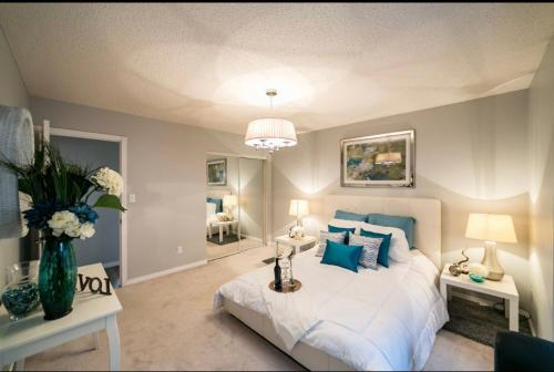 Beautiful Home 5 mins to West Edmonton Mall