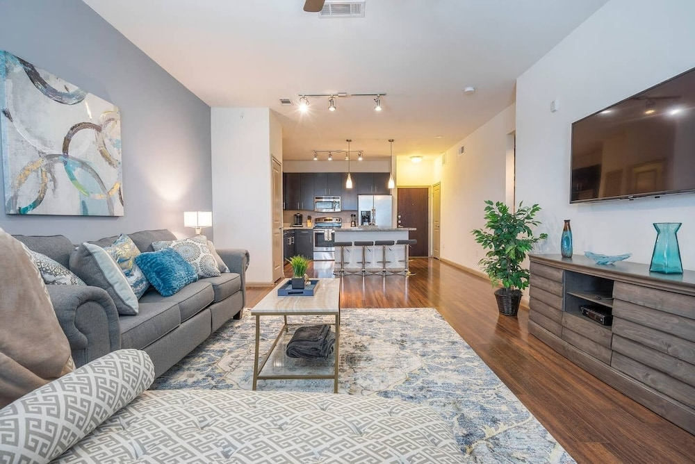 Luxurious Modern fully Equipped Midtown Cozy Condo