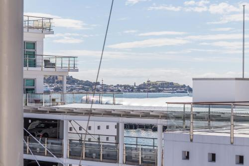 Waterfront Location CBD l Free Wifi l Aircon