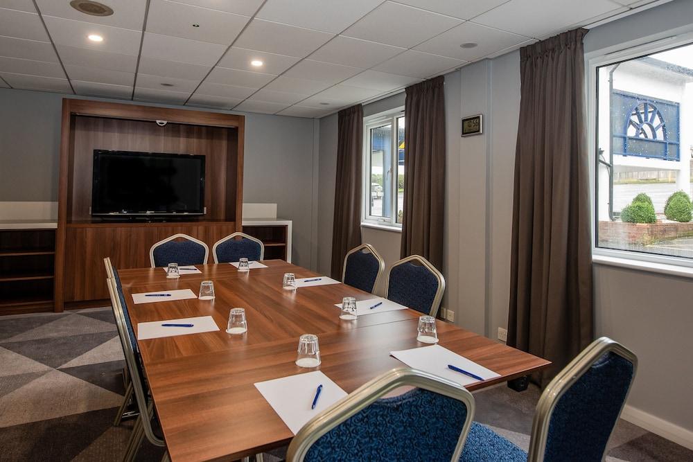Gallery image of Holiday Inn Express Canterbury