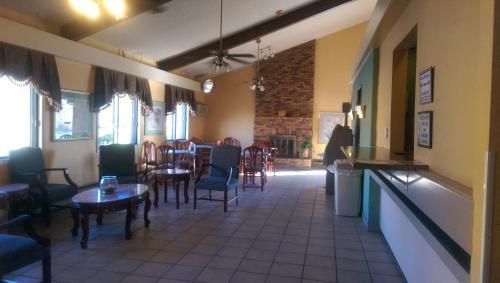 Americas Best Inn & Suites Caseyville