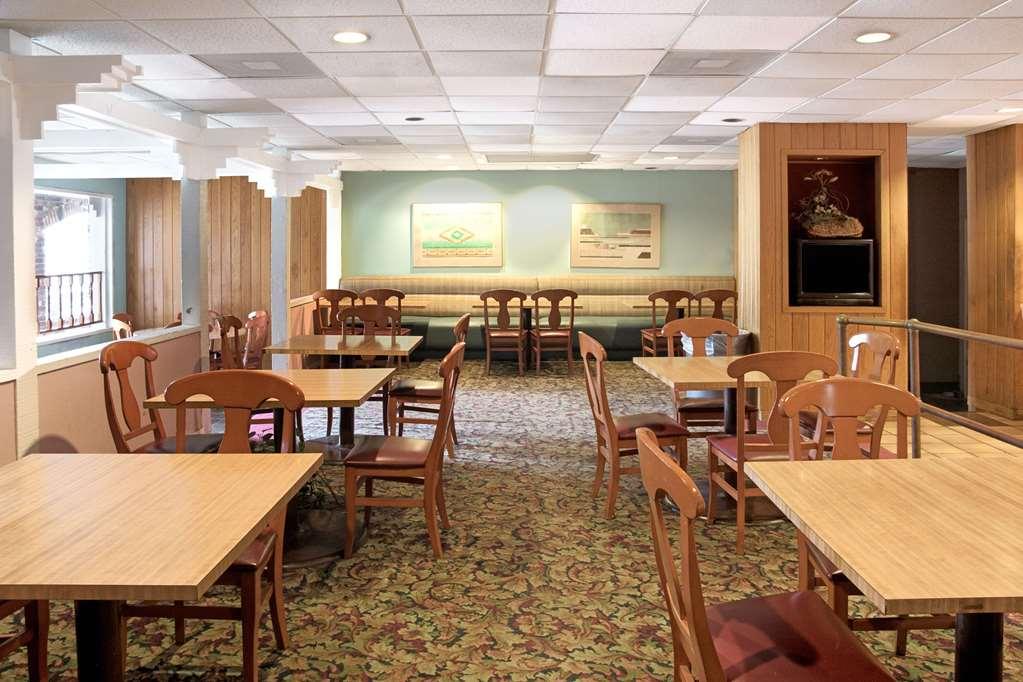Gallery image of Knights Inn Rosenberg
