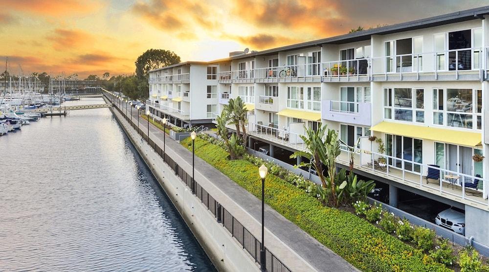 Marina Del Rey Waterfront Apartments
