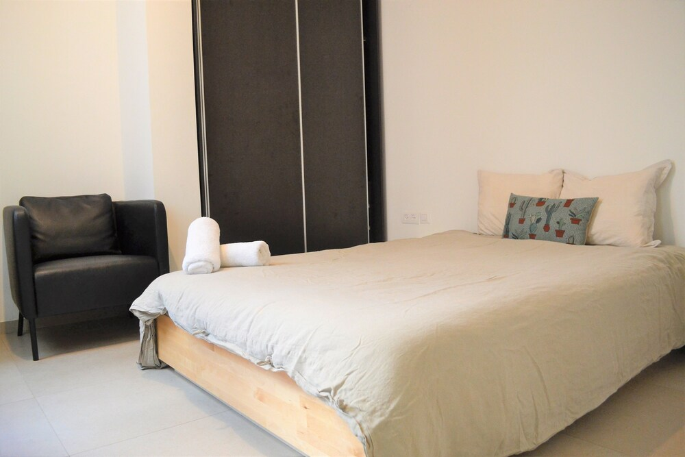 2BDR Masaryk Square Apt Central Location