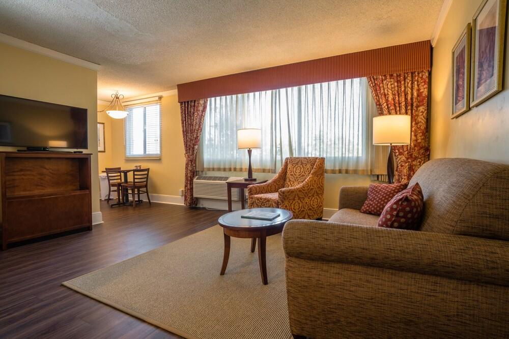 Park Lane Suites & Inn
