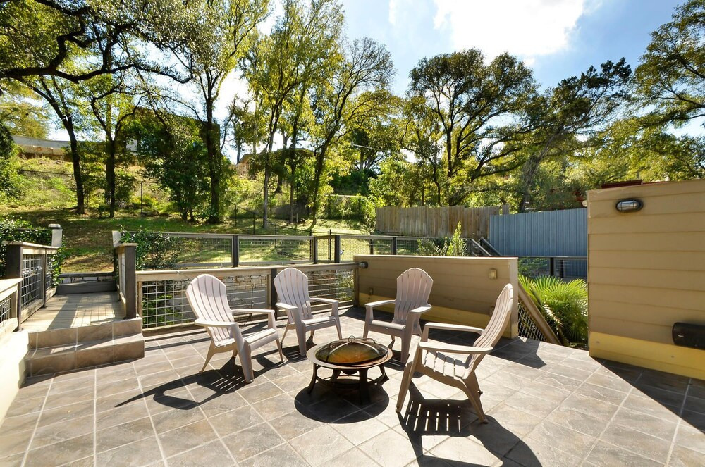 3BR 2 5BA Steps from Zilker by RedAwning