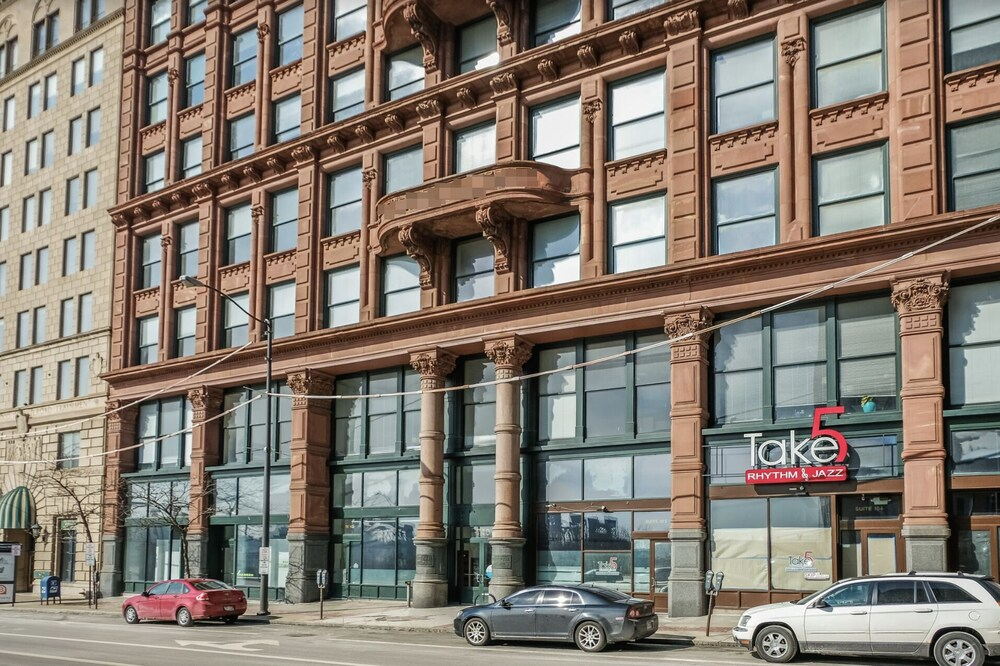Cuyahoga River Apts by Frontdesk