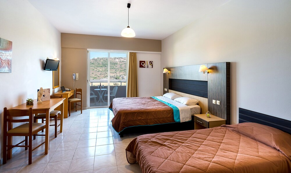 Gallery image of Zoes Hotel