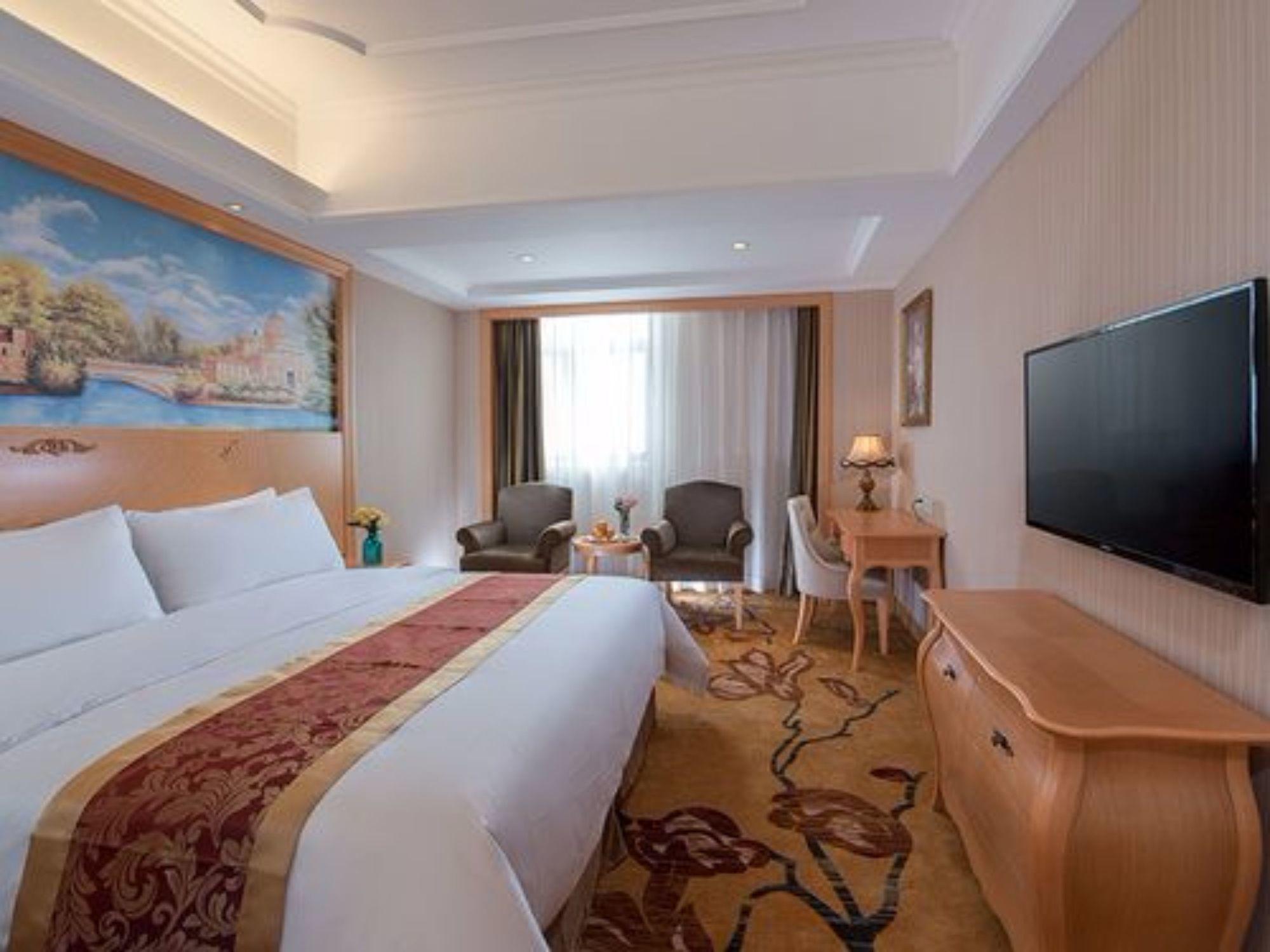 Vienna hotel lee moma store