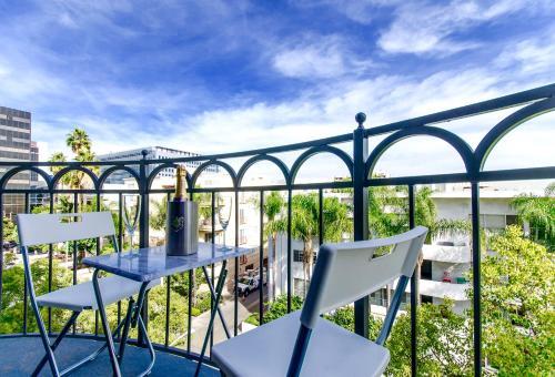 Beverly Hills Adjacent 2 Bedroom Penthouse