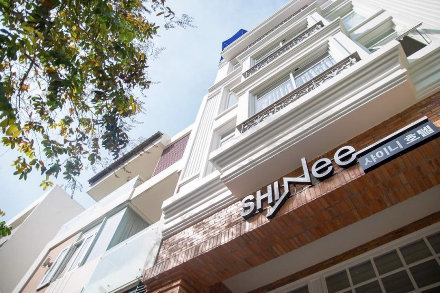 Shinee Hotel