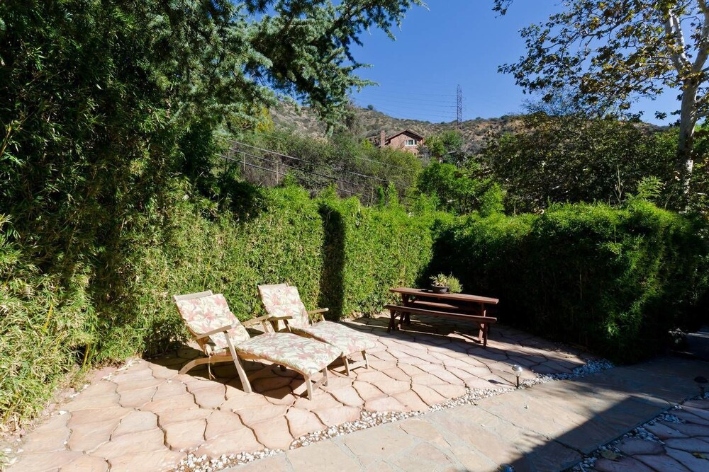 Hollywood Hills canyon Breezes Houses for Rent in Los Angeles