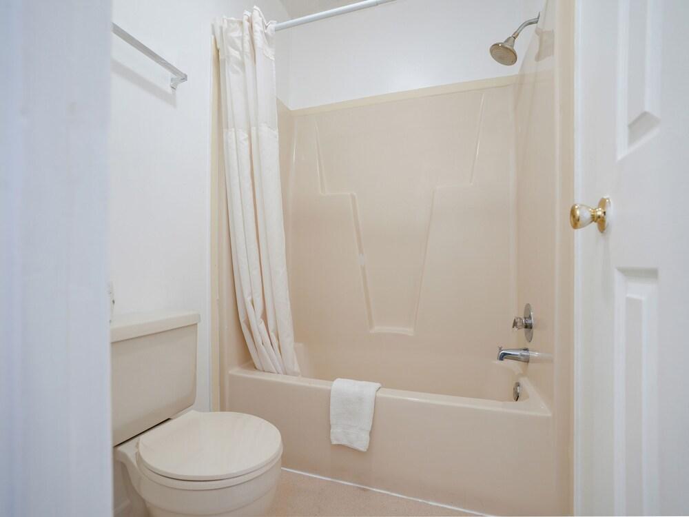 Gallery image of Oyo Hotel Calhoun Ga I 75 & Us 41 Hwy