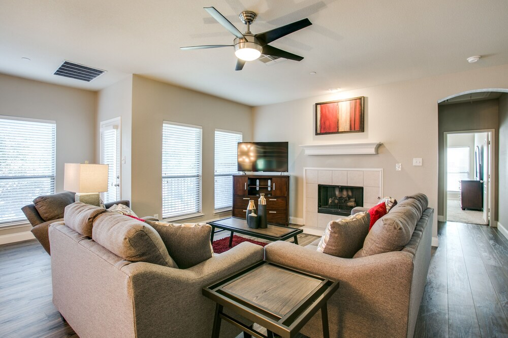 Beautifully furnished 3 bedroom Frisco