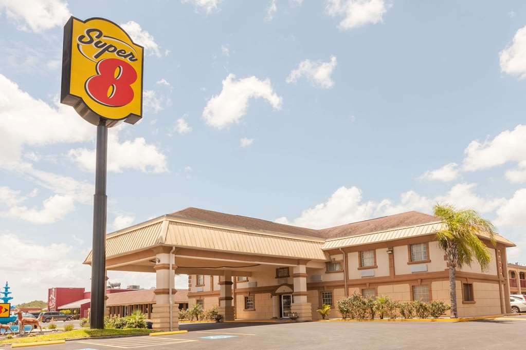 Gallery image of Super 8 by Wyndham Kingsville