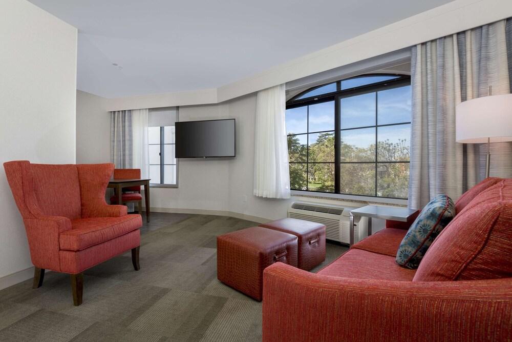Gallery image of Hampton Inn Santa Barbara Goleta