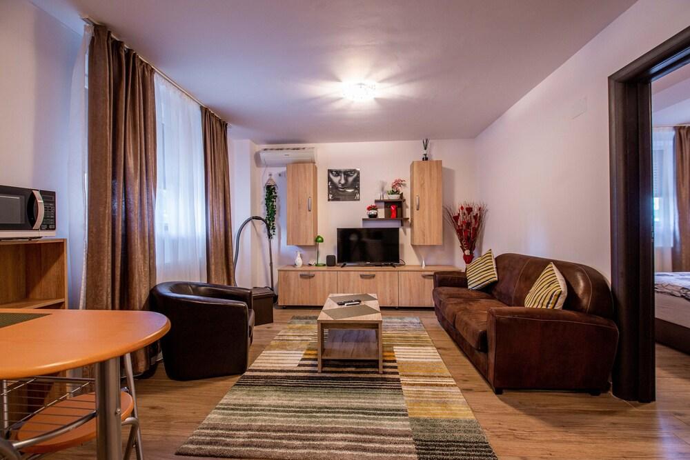 Two Room Apartment Militari Residence M8