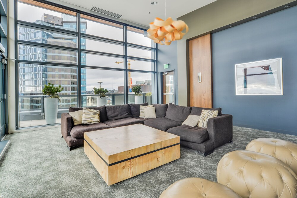 Waterfront Suites near Pike's Place by Barsala