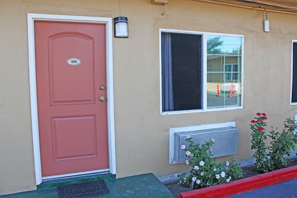 Gallery image of Royla Motel