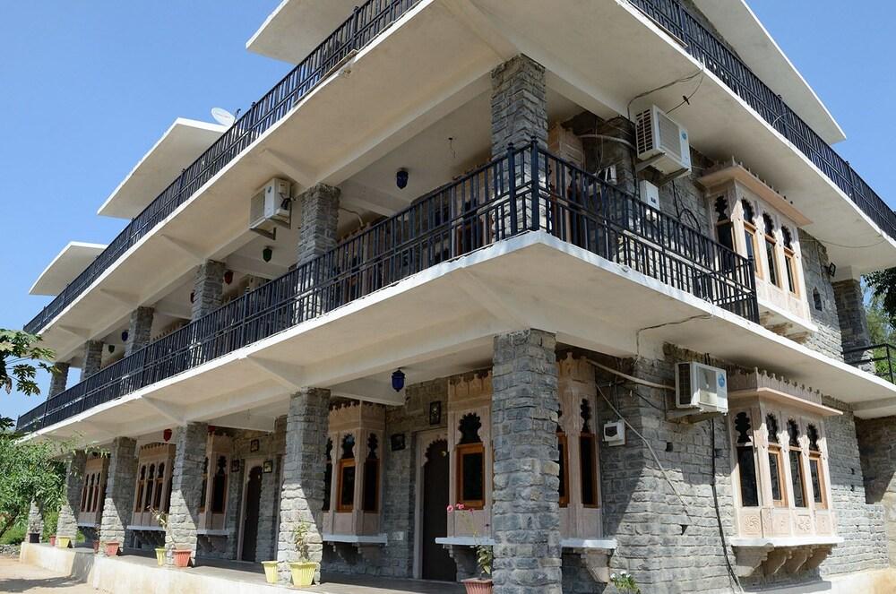 Gallery image of Sadanira Resort